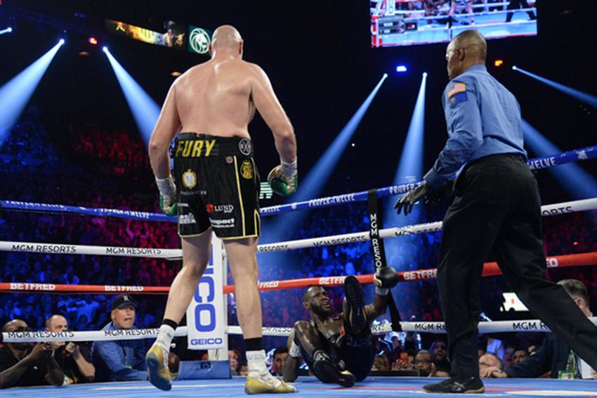 Fury hạ knock-out Wilder ở hiệp 7, giành đai WBC hạng nặng - 2