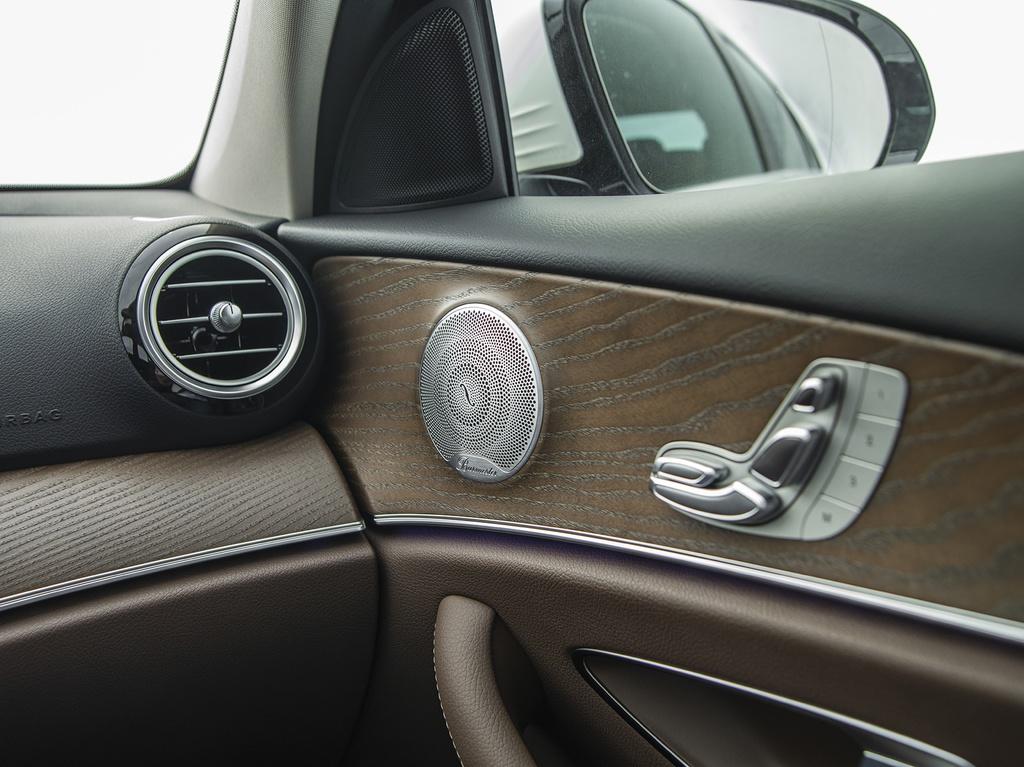 Mercedes-Benz E 200 Exclusive 2020 ra mắt tại Việt Nam - 11