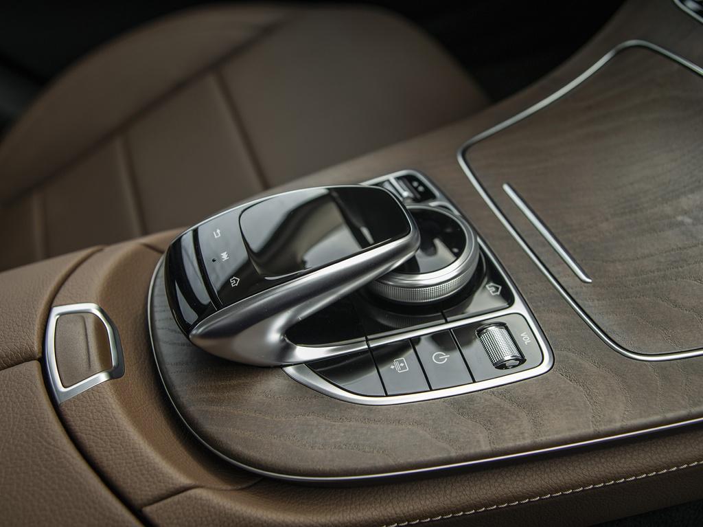 Mercedes-Benz E 200 Exclusive 2020 ra mắt tại Việt Nam - 12