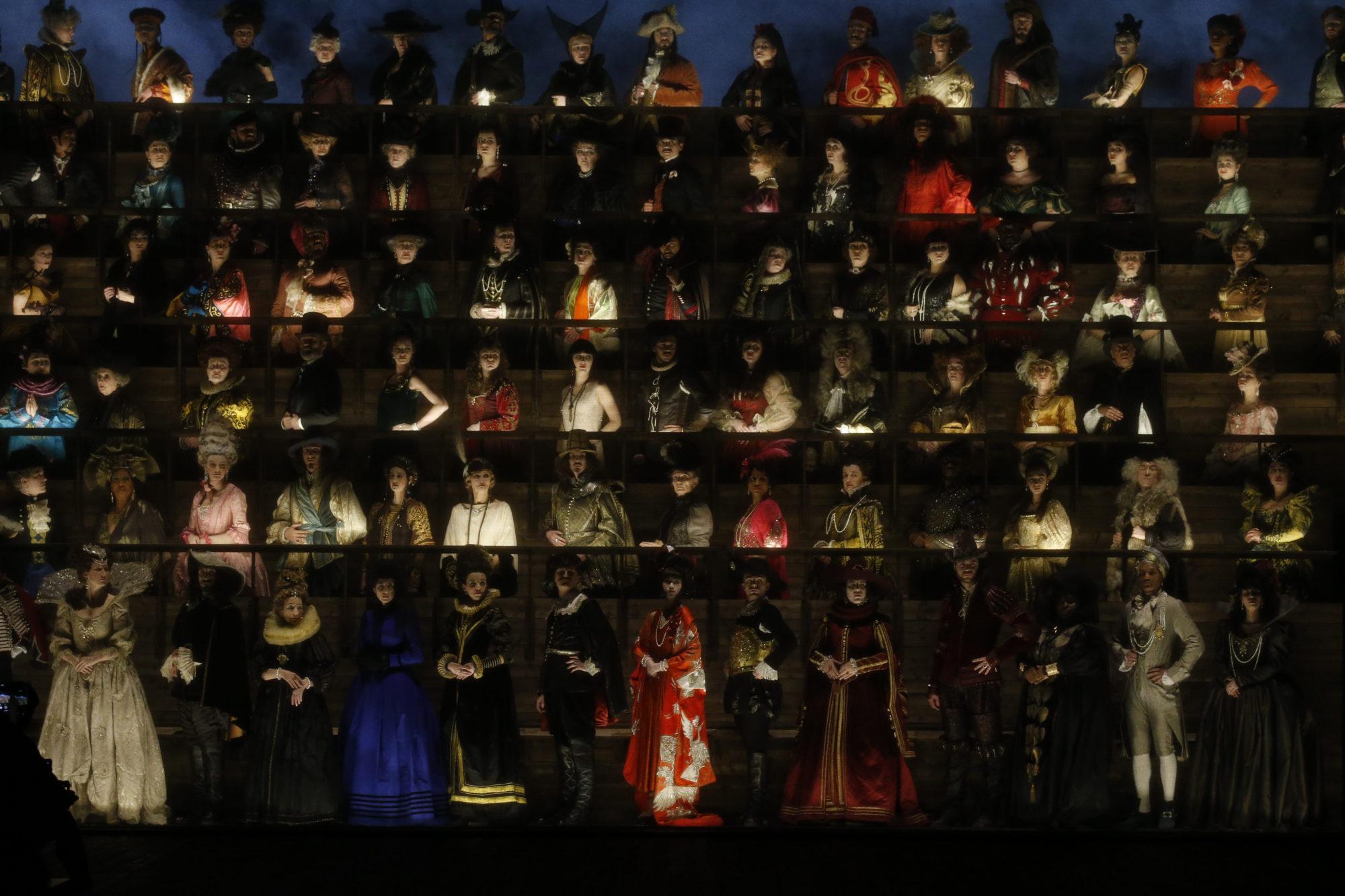 Louis Vuitton Thu-Đông 2020: Sự giao thoa giữa thời đại - 03