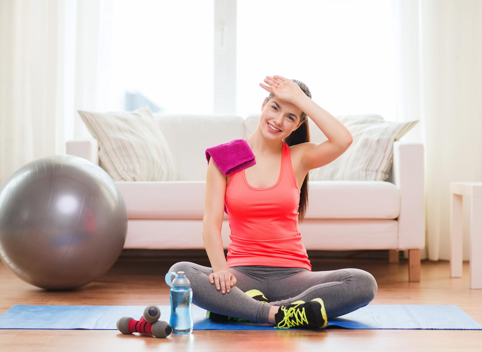 Sáu việc nên làm để duy trì sức khỏe khi phải ở nhà vì Covid-19 - 1