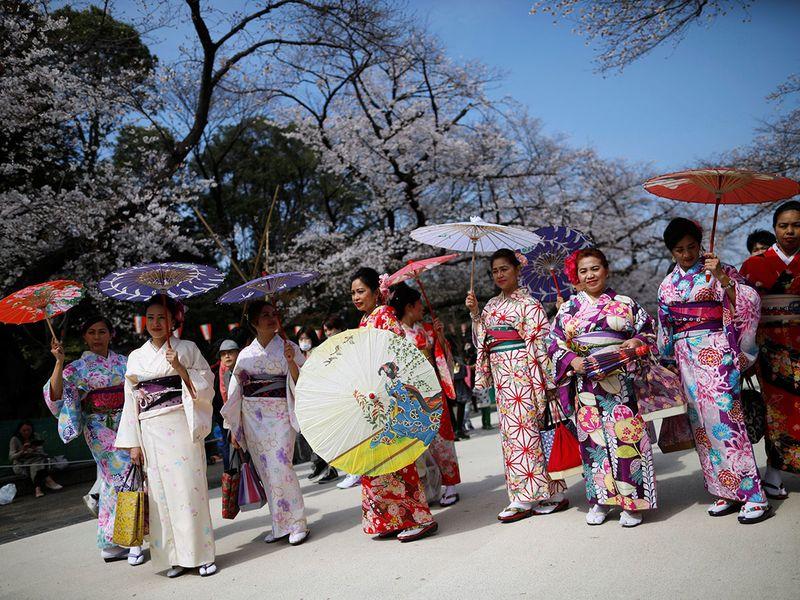 Nhật ra ngoài ngắm hoa anh đào bất chấp cảnh báo về coronavirus - 07