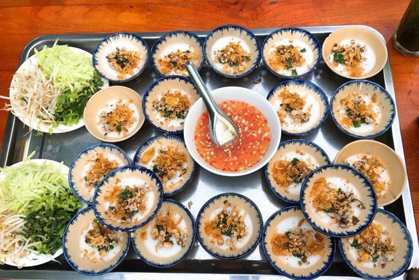 Top 10 món ăn vặt ngon nhất ở Huế mà bạn không thể bỏ qua -2