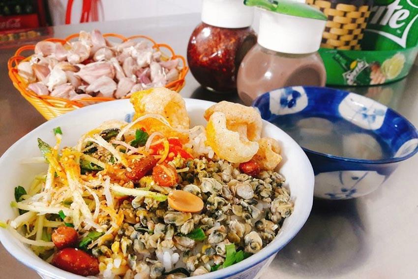 Top 10 món ăn vặt ngon nhất ở Huế mà bạn không thể bỏ qua -8