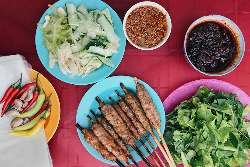 Top 10 món ăn vặt ngon nhất ở Huế mà bạn không thể bỏ qua -11
