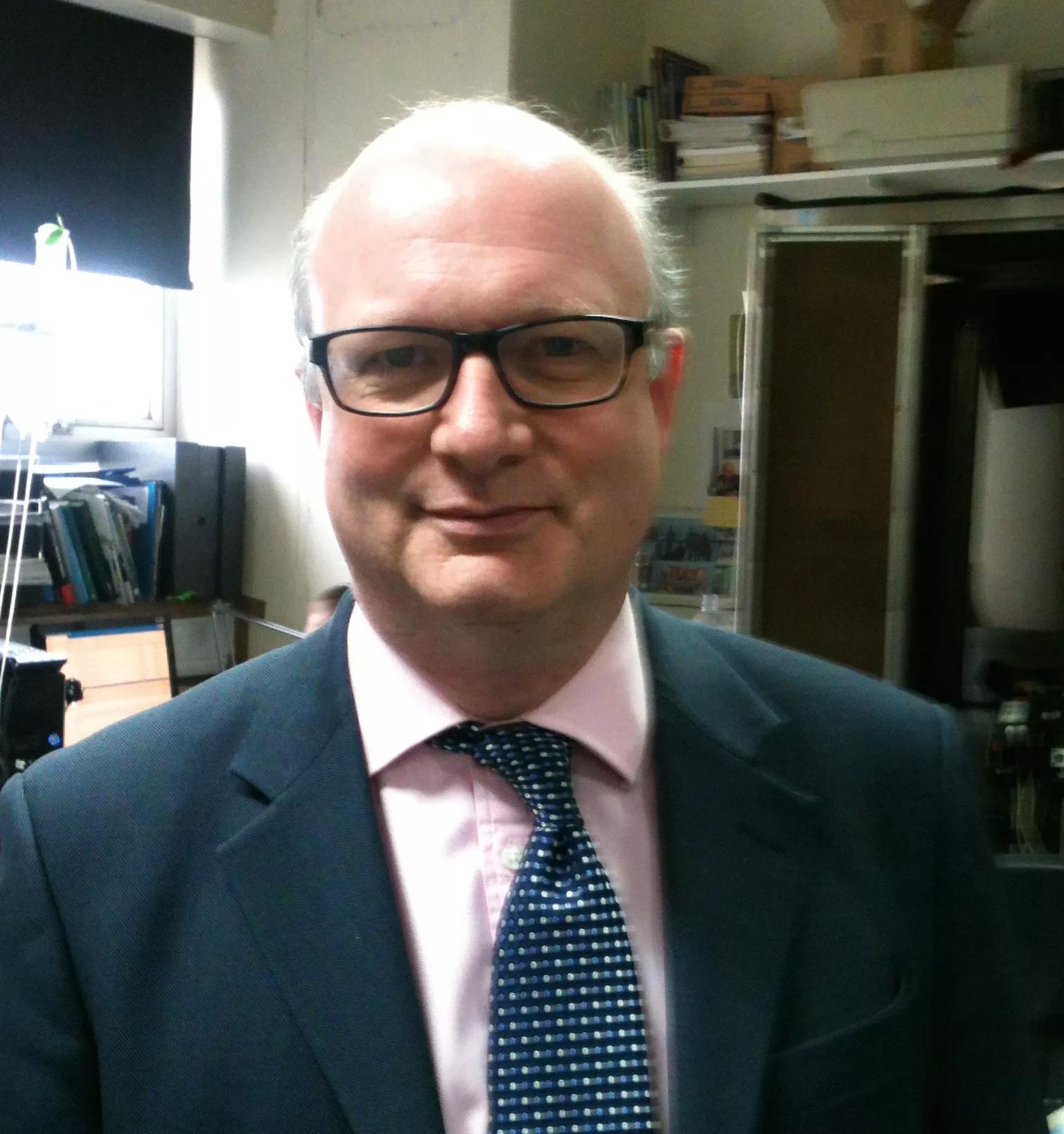 Matthew Walker, giáo sư khoa học thần kinh và tâm lý học Đại học California, Berkeley (Mỹ)