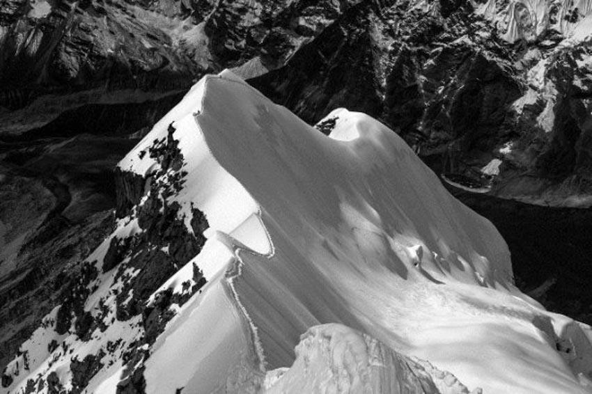 Hành trình hiểm nguy lên đỉnh Everest -1