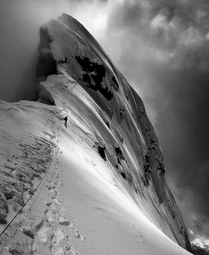 Hành trình hiểm nguy lên đỉnh Everest -3