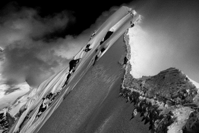 Hành trình hiểm nguy lên đỉnh Everest -4