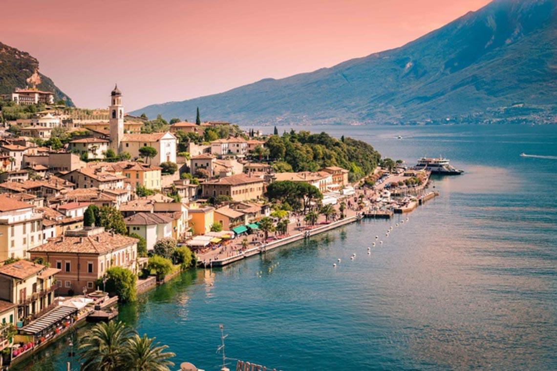 Khu giàu có bậc nhất Italy bị cách ly vì dịch Covid-19 -5