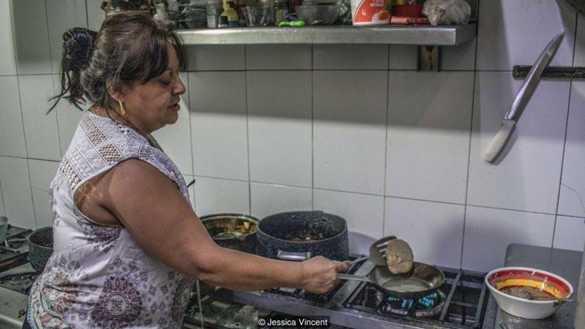 Nếm thử trứng côn trùng nước: Món ăn thần thánh của người Mexico -9