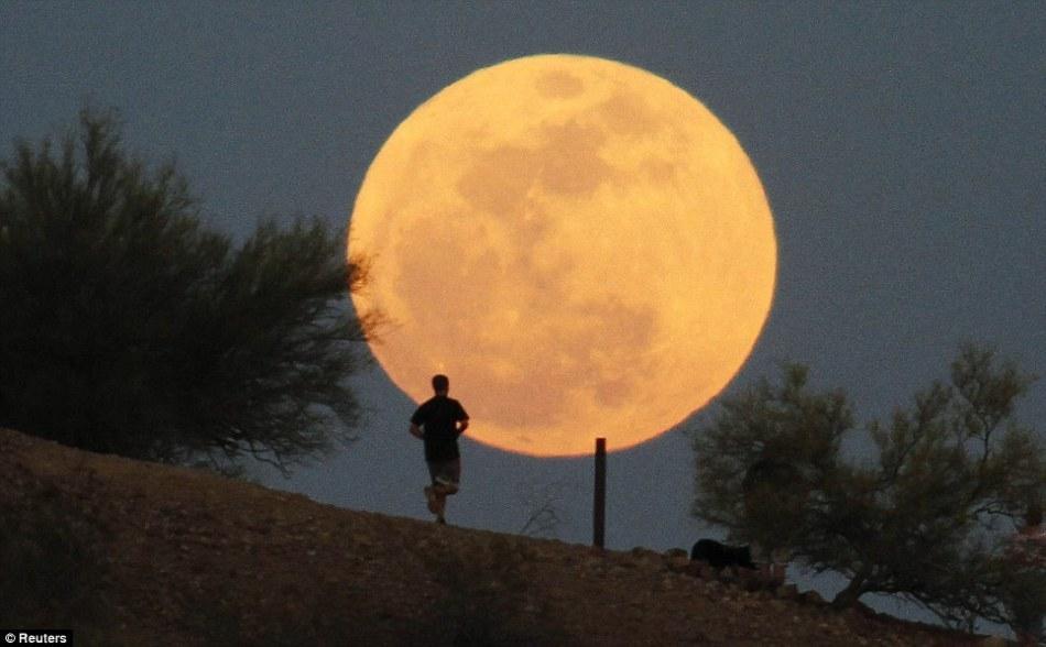 Việt Nam sắp đón siêu trăng lần thứ 2 trong năm 2020 vào ngày 9/3 - 1