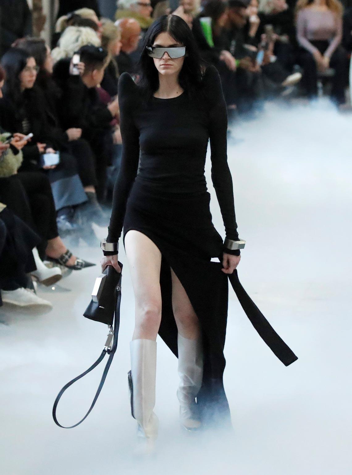 Tuần lễ thời trang Paris 2020 bị ảnh hưởng bởi virus corona -16
