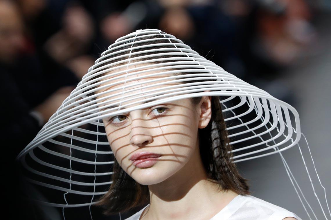 Tuần lễ thời trang Paris 2020 bị ảnh hưởng bởi virus corona -22