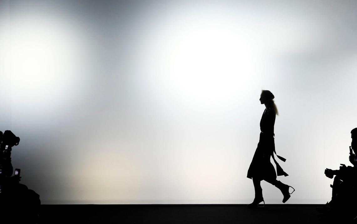 Tuần lễ thời trang Paris 2020 bị ảnh hưởng bởi virus corona -5