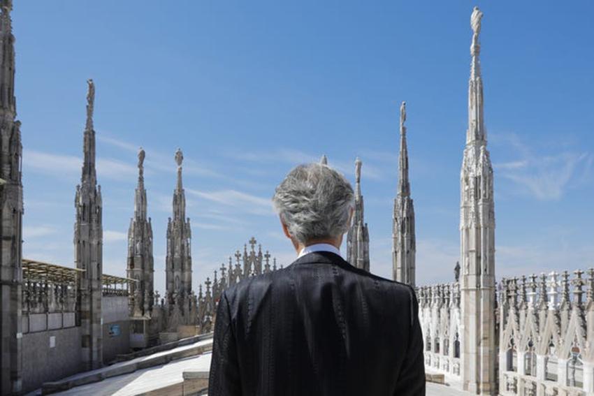 Andrea Bocelli khiến 3,4 triệu người rơi nước mắt khi xem buổi hòa nhạc Music For Hope trực tiếp từ Duomo di Milano - 2