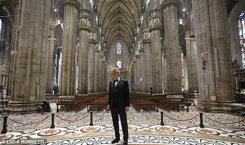 Andrea Bocelli khiến 3,4 triệu người rơi nước mắt khi xem buổi hòa nhạc Music For Hope trực tiếp từ Duomo di Milano - 4