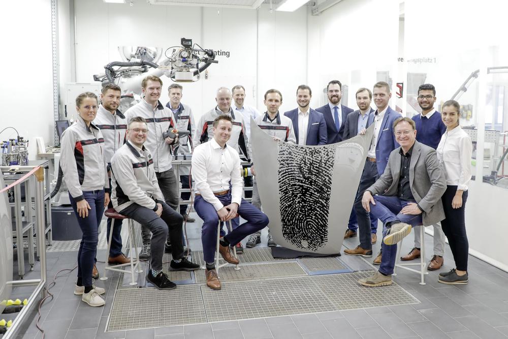 Công nghệ in đột phá trên bề mặt sơn thân xe Porsche - 3