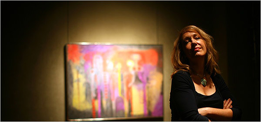 Cô Elizabeth Gibson với tác phẩm Three People.