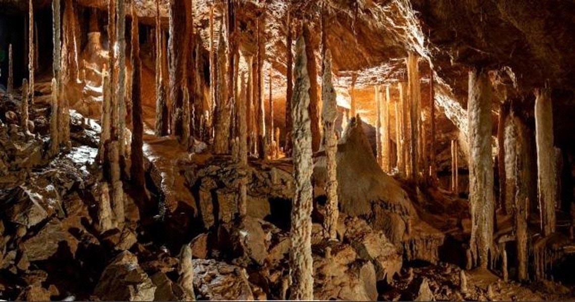 Khám phá mê cung hang động trong lòng núi đá -2