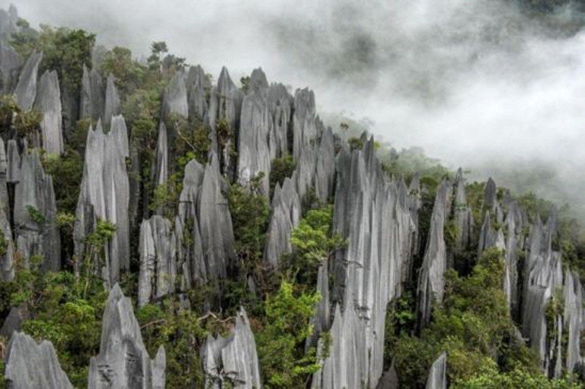 Khám phá mê cung hang động trong lòng núi đá -3