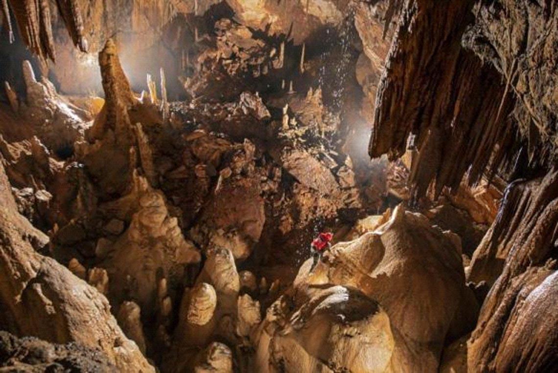 Khám phá mê cung hang động trong lòng núi đá -5