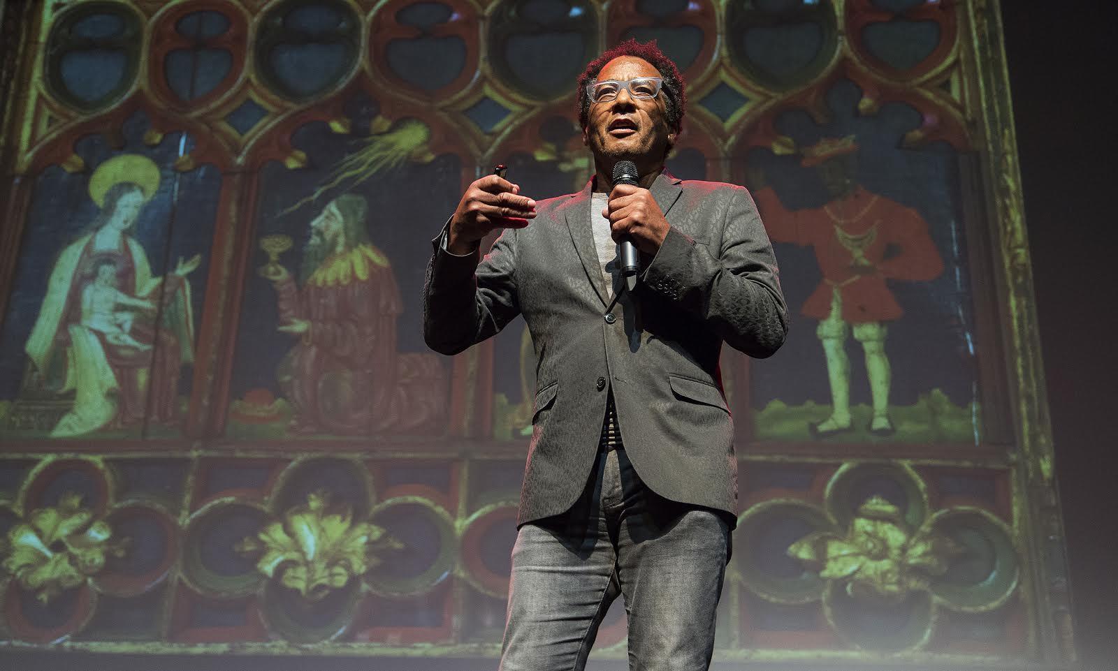 Michael Ohajuru là nhà nghiên cứu lịch sử nghệ thuật, chuyên thuyết minh tại các phòng trưng bày tranh ở London về sự hiện diện của người da đen trong nghệ thuật