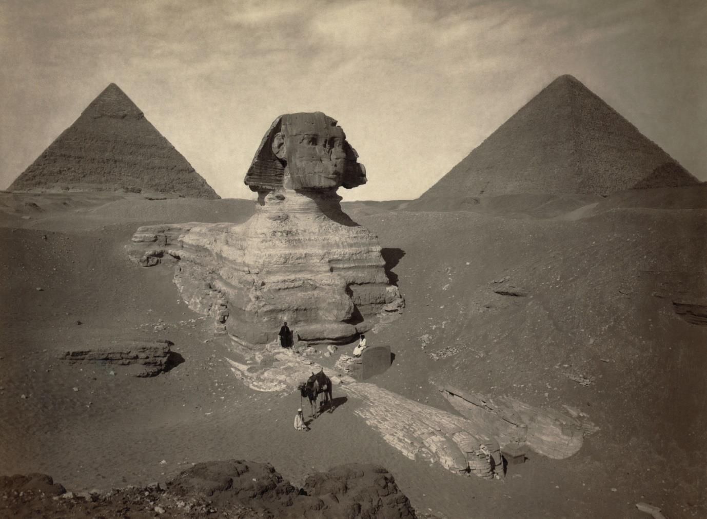 Một bức ảnh về Nhân sư vĩ đại được khai quật một phần, được chụp vào khoảng năm 1878.