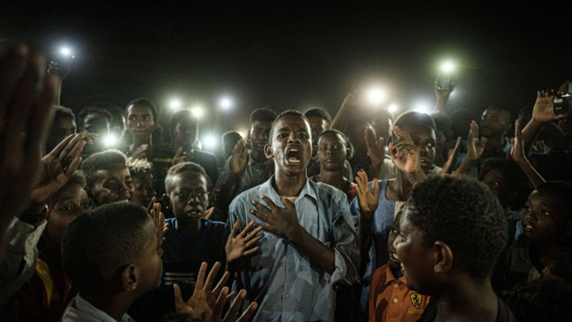 Phóng viên Nhật đoạt Ảnh của năm Giải ảnh báo chí thế giới với cuộc nổi dậy ở Sudan -1