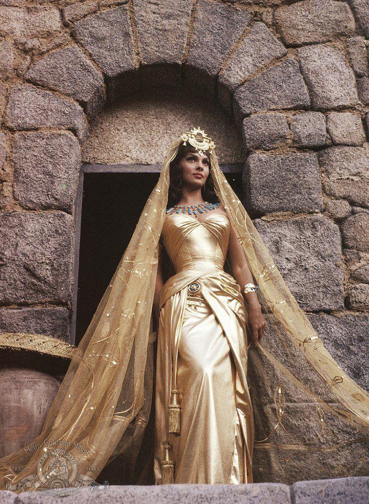 Nữ diễn viên người Ý Gina Lollobrigida đóng vai Nữ hoàng Sheba trong bộ phim Solomon và Sheba năm 1959