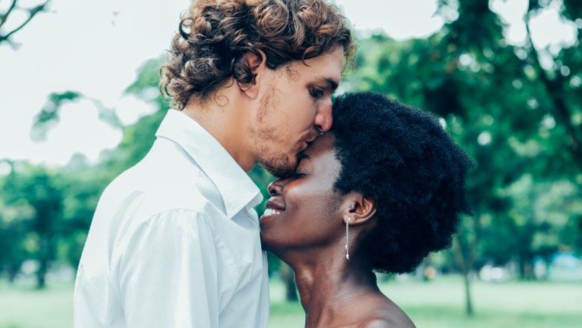 Ý nghĩa thực phía sau những kiểu hôn khác nhau -7