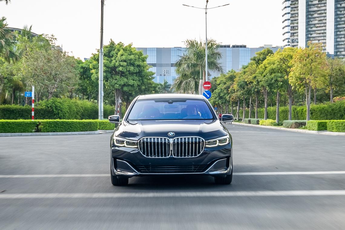 Chiếc sedan đầu bảng BMW Series 7 mới đã có mặt tại Việt Nam - 1