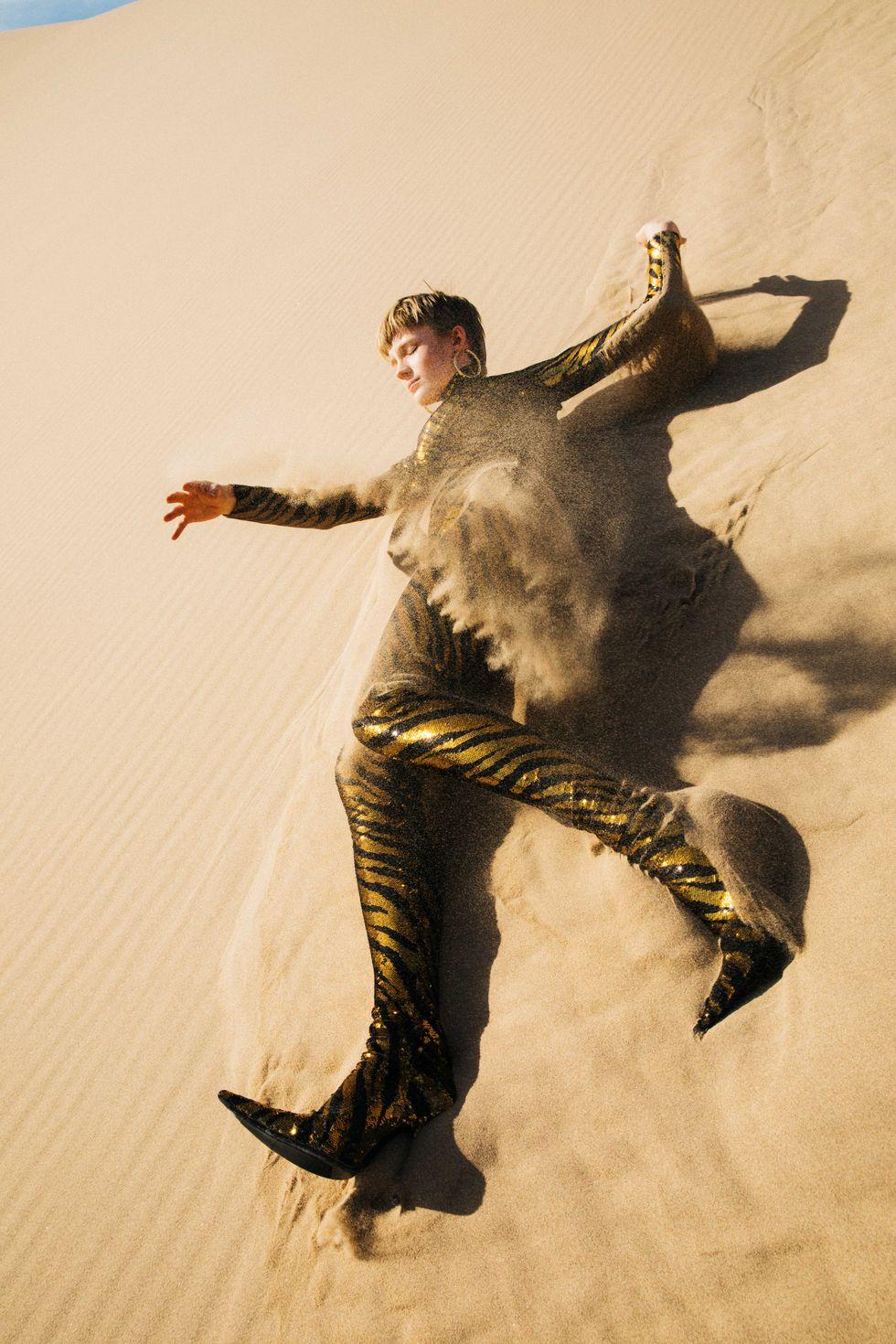Bộ ảnh thời trang của tạp chí Elle tại Thung lũng chết - 8