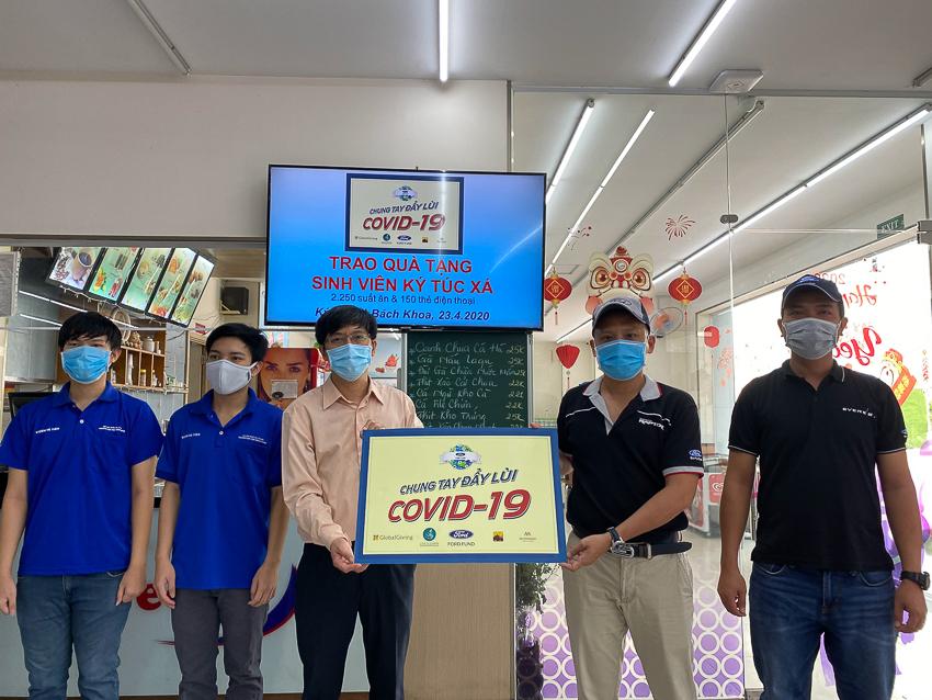 Hỗ trợ 2250 suất ăn và 150 thẻ điện thoại cho các em sinh viên nghèo Đại học Bách Khoa TP. Hồ Chí Minh