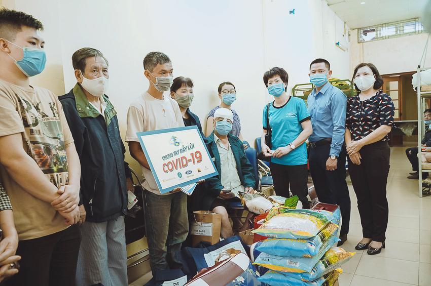 Ford Việt Nam tặng xe Transit cứu thương áp lực âm cho Bệnh viện Nhiệt đới Trung ương - 4