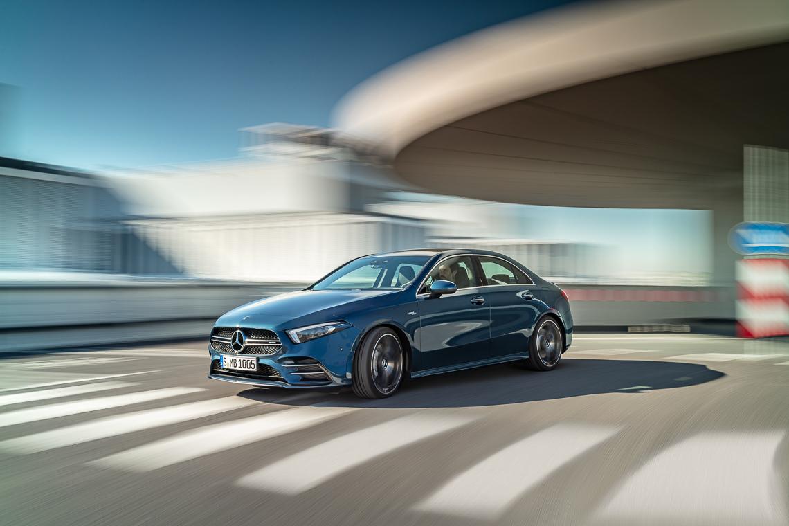 Mercedes-AMG A 35 4MATIC sedan: Phấn khích trọn từng giây - 1