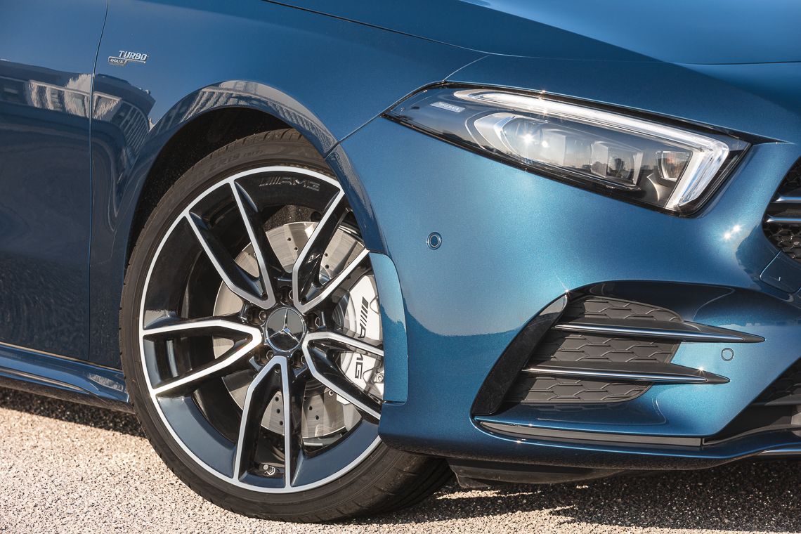 Mercedes-AMG A 35 4MATIC sedan: Phấn khích trọn từng giây - 6