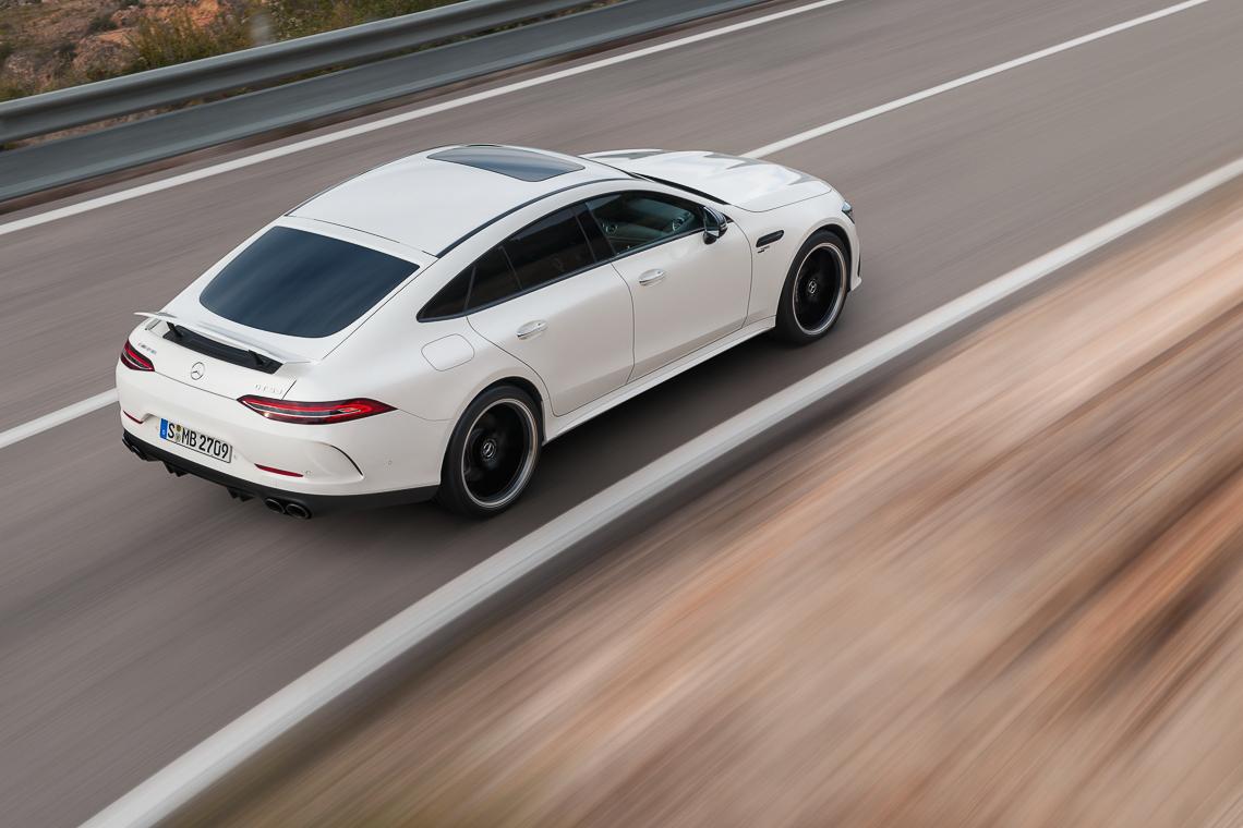 Mercedes-AMG GT 53 4MATIC+ 4 cửa Coupe: Tốc độ có bao giờ gợi cảm đến thế! - 2