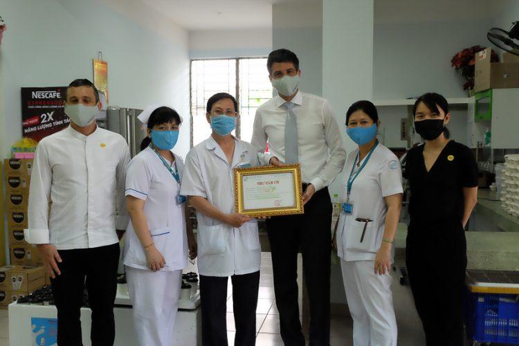 Park Hyatt Saigon tiếp sức đội ngũ y bác sĩ tại bệnh viện Nhiệt đới TP. Hồ Chí Minh - 1