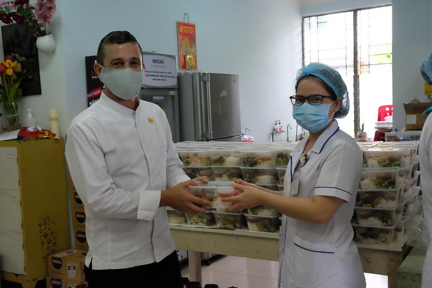 Park Hyatt Saigon tiếp sức đội ngũ y bác sĩ tại bệnh viện Nhiệt đới TP. Hồ Chí Minh - 2