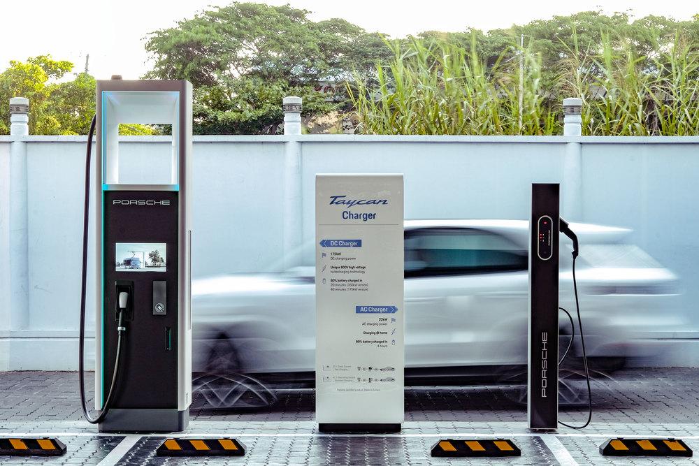 Trạm sạc công suất cao tối đa đạt 350kW tại Trung tâm Porsche Sài Gòn - 01