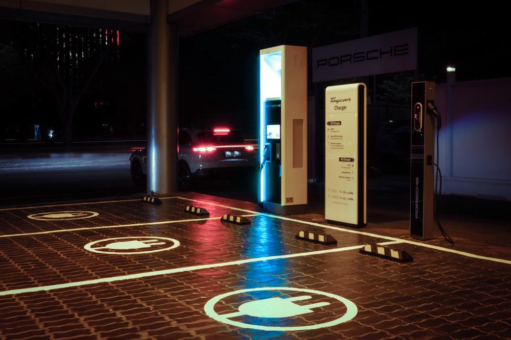 Trạm sạc công suất cao tối đa đạt 350kW tại Trung tâm Porsche Sài Gòn - 2