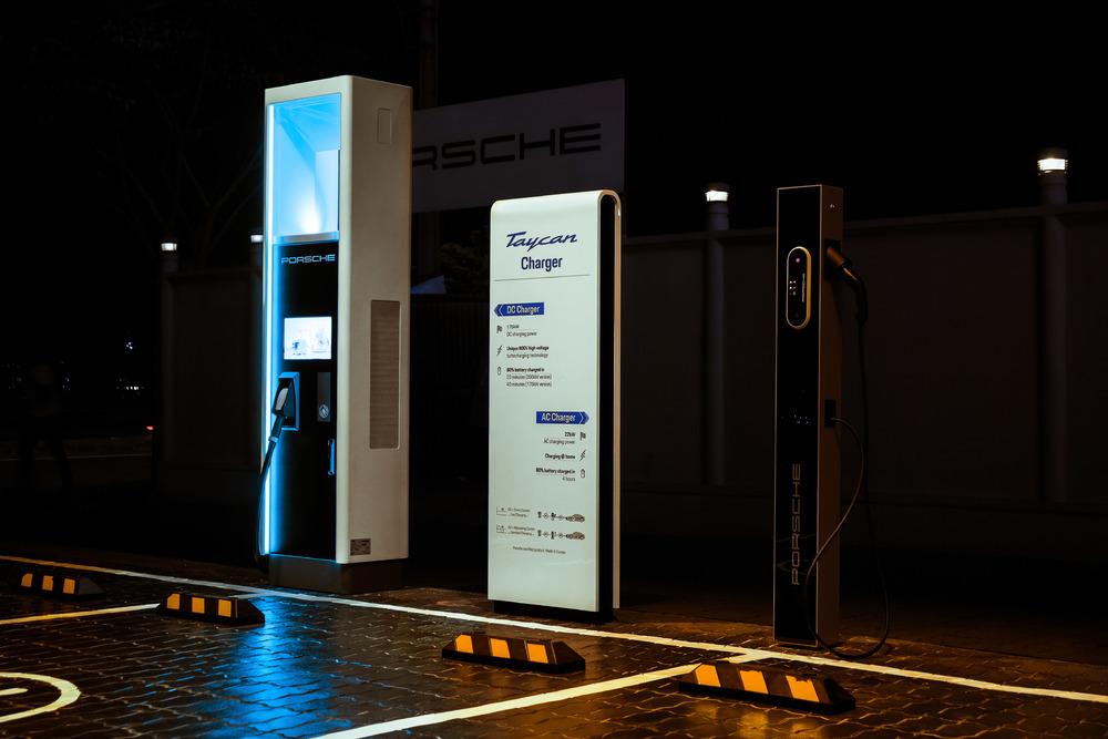 Trạm sạc công suất cao tối đa đạt 350kW tại Trung tâm Porsche Sài Gòn - 3