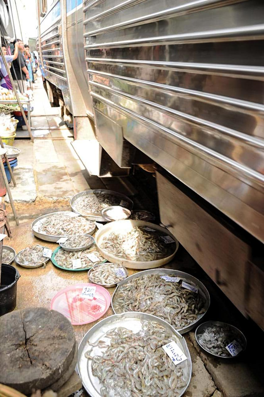 Đi chợ đường tàu ở Samut Songkhram -2