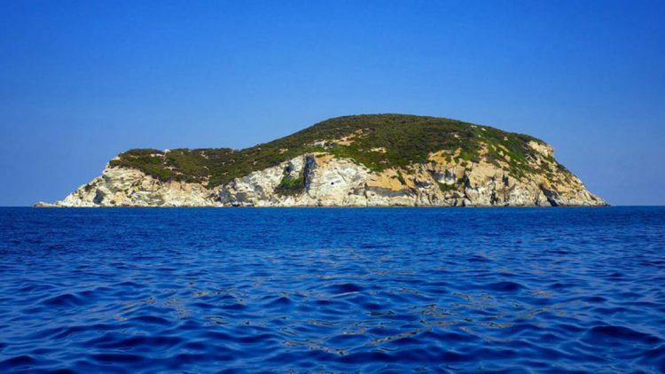 Ghé Zannone, đảo trụy lạc của thượng lưu Ý một thời -1