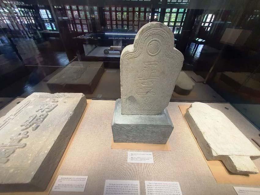 Huế mở triển lãm những hiện vật quý của hoàng đế Gia Long -1