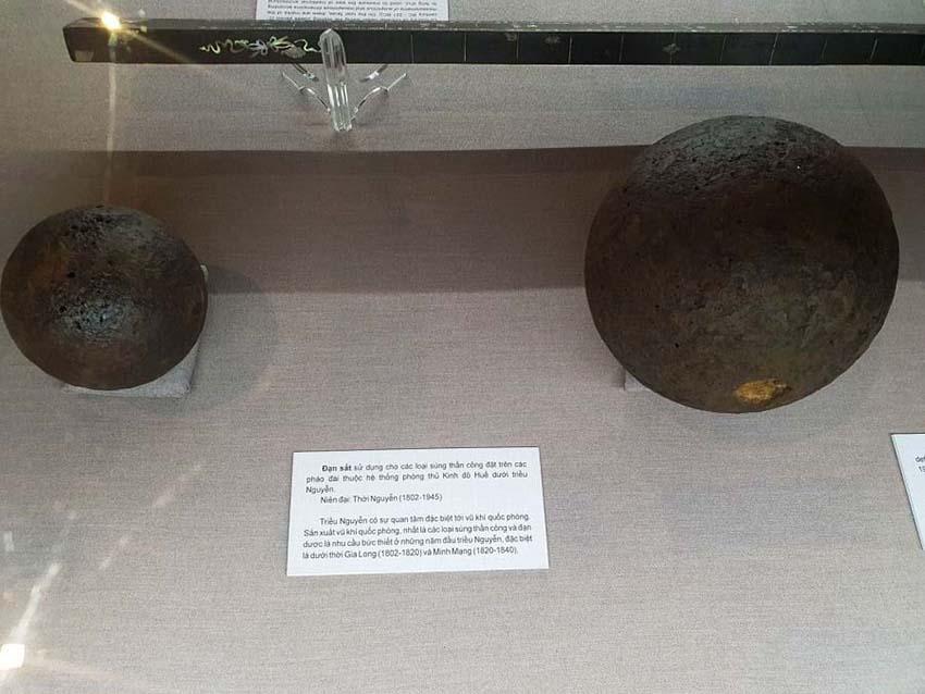 Huế mở triển lãm những hiện vật quý của hoàng đế Gia Long -8