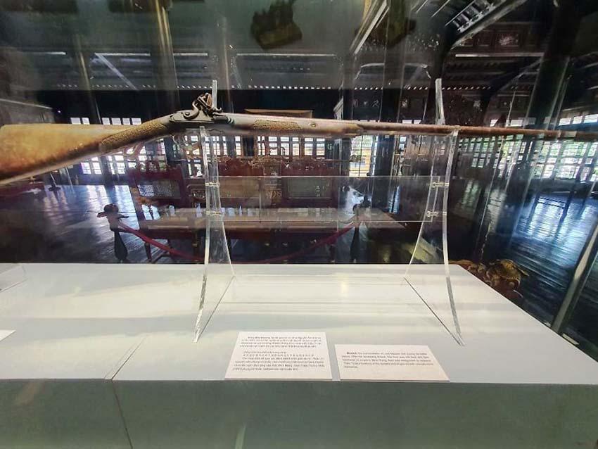 Huế mở triển lãm những hiện vật quý của hoàng đế Gia Long -9