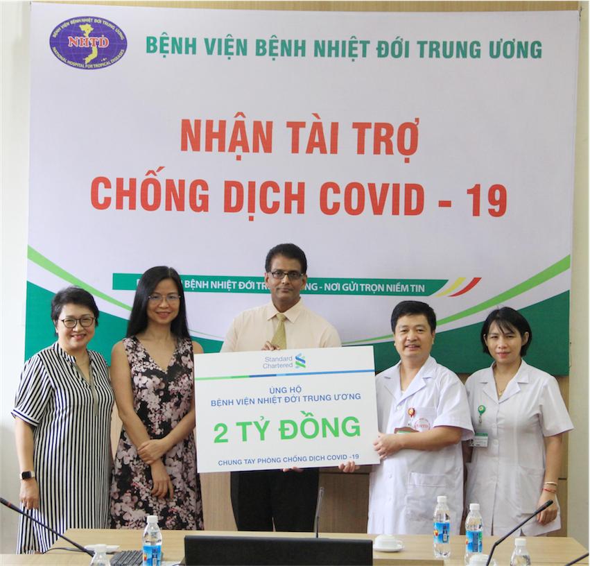 Ngân hàng Standard Chartered Việt Nam ủng hộ công tác cứu trợ và phòng chống dịch COVID-19 - 2