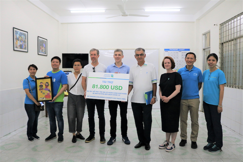 Ngân hàng Standard Chartered Việt Nam ủng hộ công tác cứu trợ và phòng chống dịch COVID-19 - 3